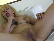 NAKED BLONDE MOMMY MAKES HER CLAM READY