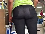 Juicy Ebony Milf Ass in Leggings