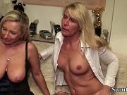 Deutsche Mutter und Freundin ficken den Jungspund durch