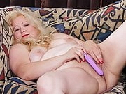 BBW milf Jacks from the USA loves dildoing her pussy